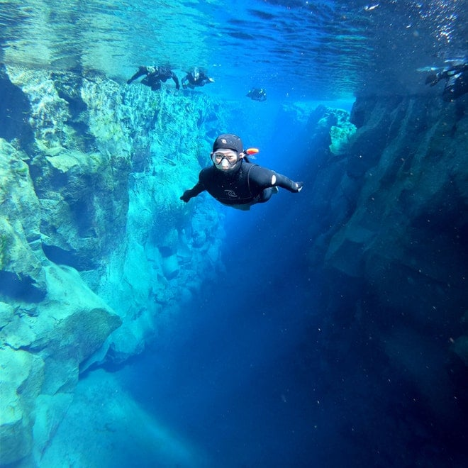 Snorkeling and caving friend in iceland