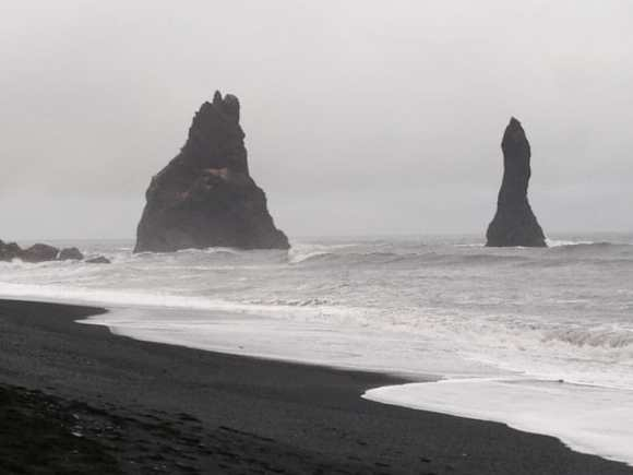 South coast Reynisfjara - friend in iceland