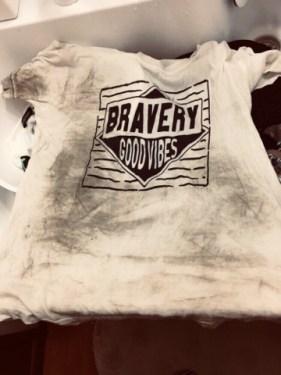 外遊びで泥んこシャツ。