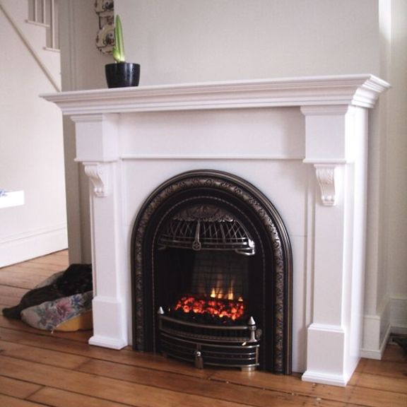 Friendly Fires's Valor Windsor Arch Gas Fireplace replicates an old fashion coal burning fireplace.