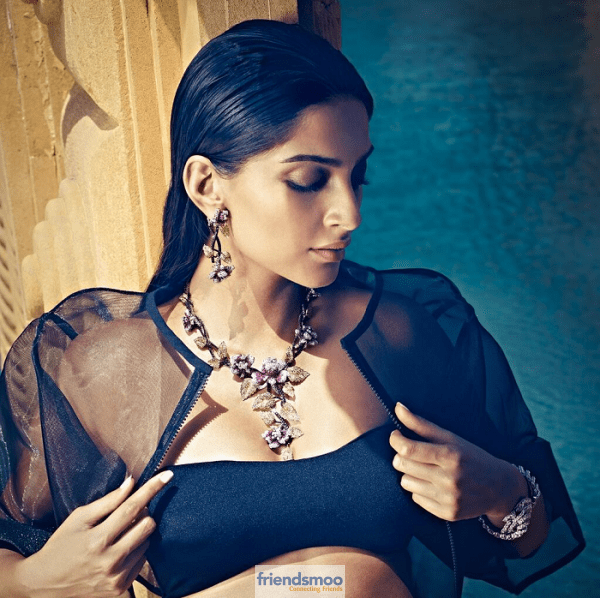 Sonam Kapoor Latest Hot Photos-Friendsmoo