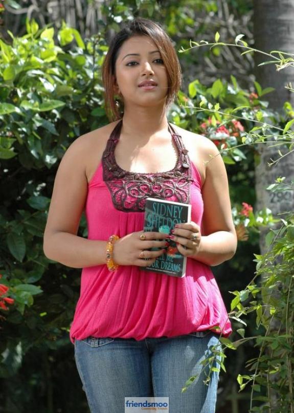 Swetha Basu Prasad Friendsmoo (2)