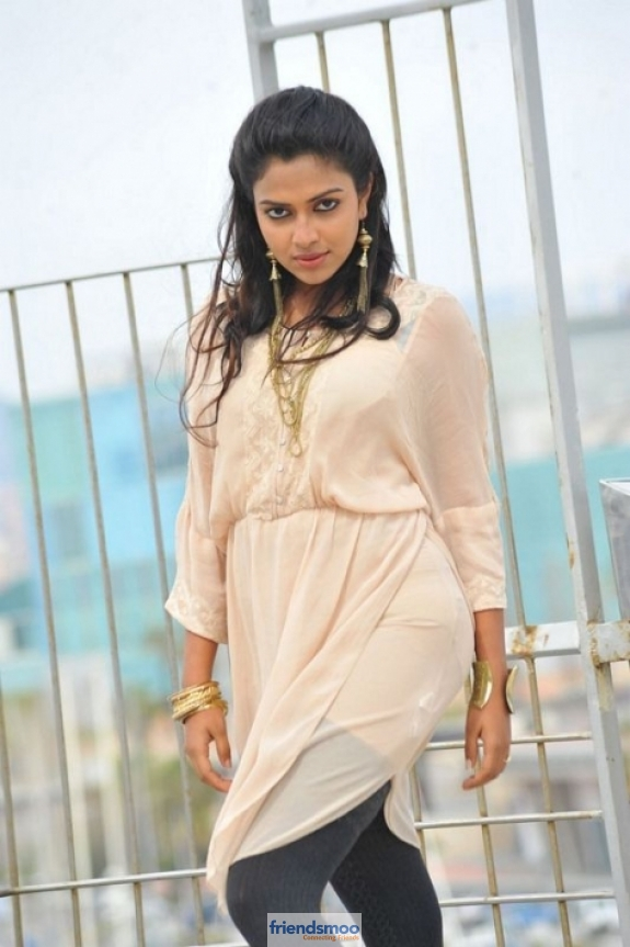 amala-paul-friendsmoo (1)