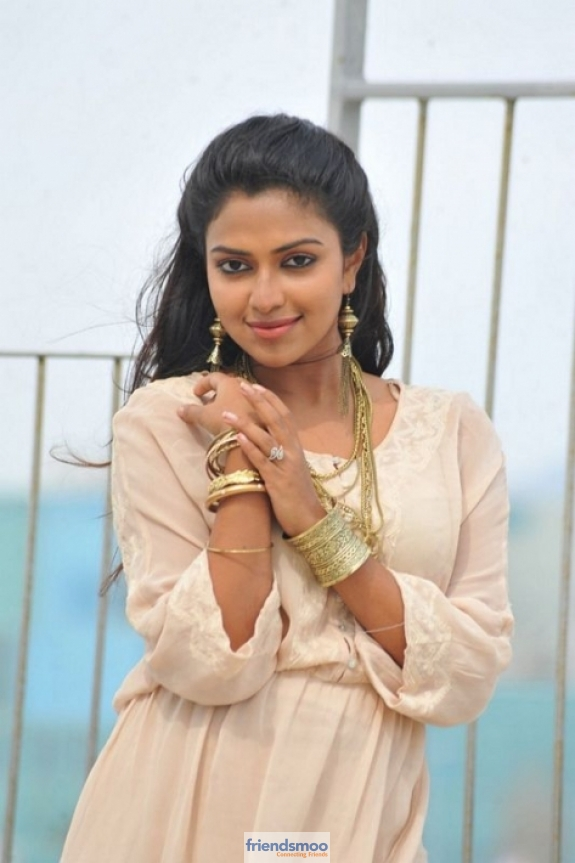 amala-paul-friendsmoo (6)
