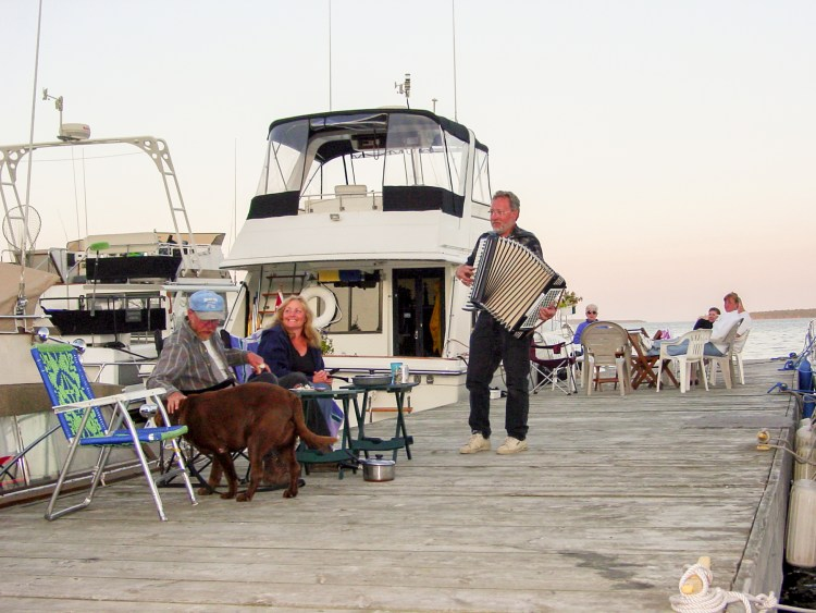 Boaters enjoy evening entertainment dockside