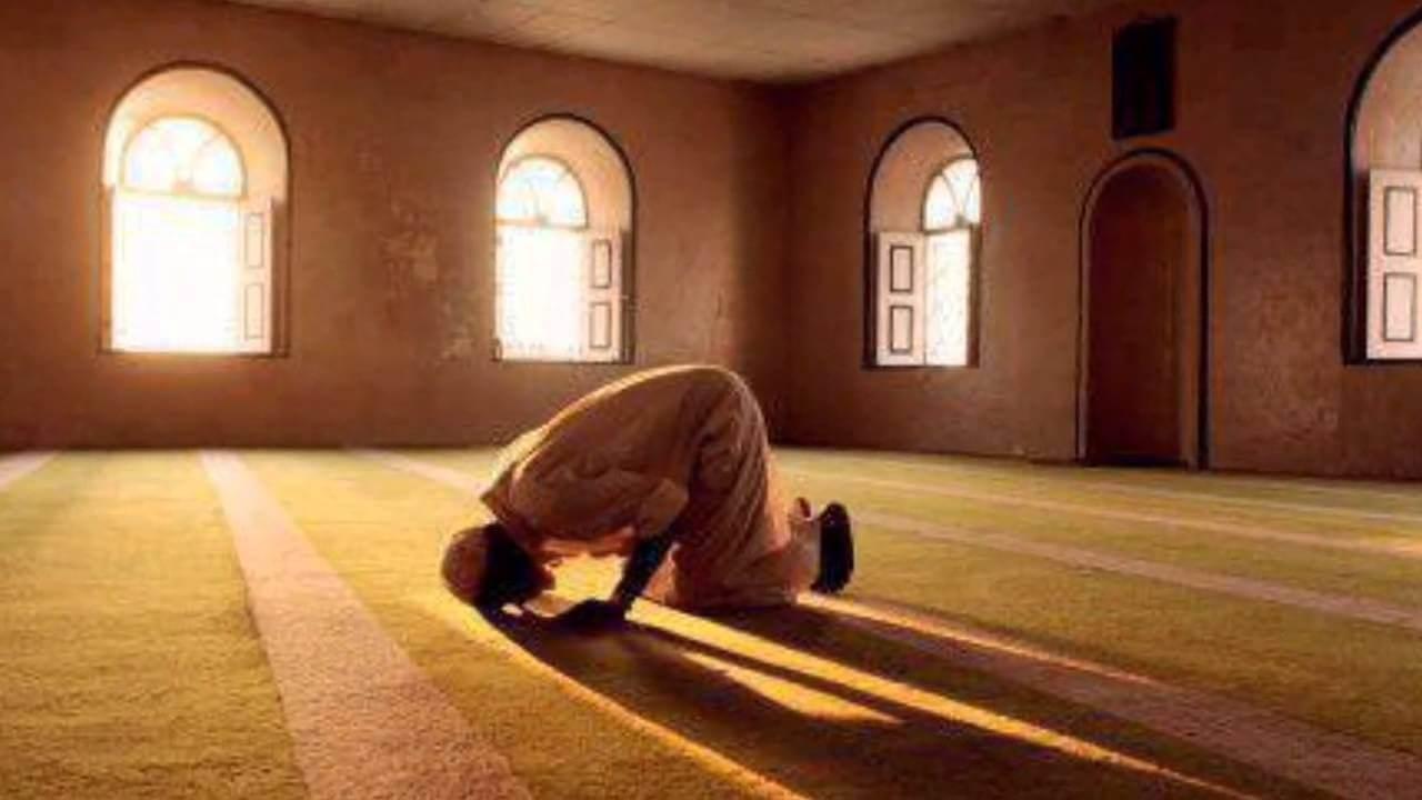 رؤية شخص يصلي في المنام تفسير حلم شخص يصلي بالمنام الاصدقاء