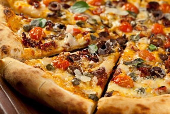 Dia da pizza com sabores inusitados como caponata de berinjela.