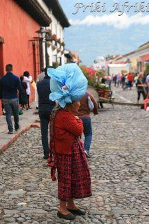 Większość Indianek nosi bagaże na głowie