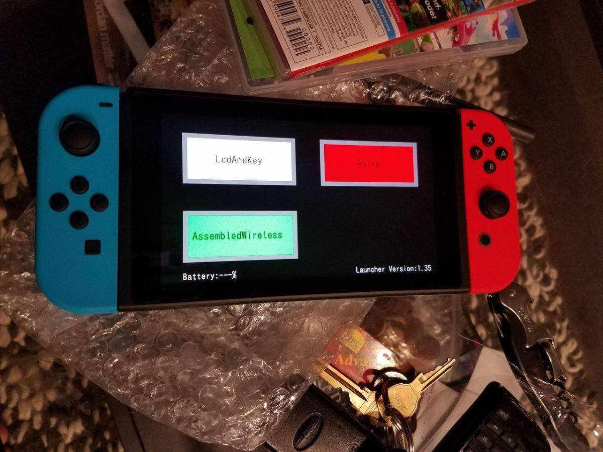 Compra una Nintendo Switch y y se topa con una unidad para desarrolladores