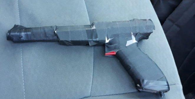 atraca-un-banco-usando-la-pistola-de-nintendo-frikigamers.com
