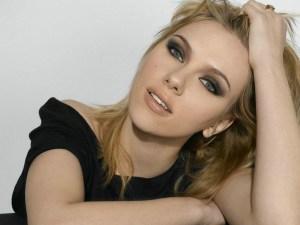 Al-final-Scarlett-Johansson-confeso-que-las-fotos-hot-eran-para-Ryan-Reynolds