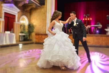 63 valčíkov pre váš prvý svadobný tanec