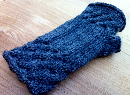 fetching knitted gloves