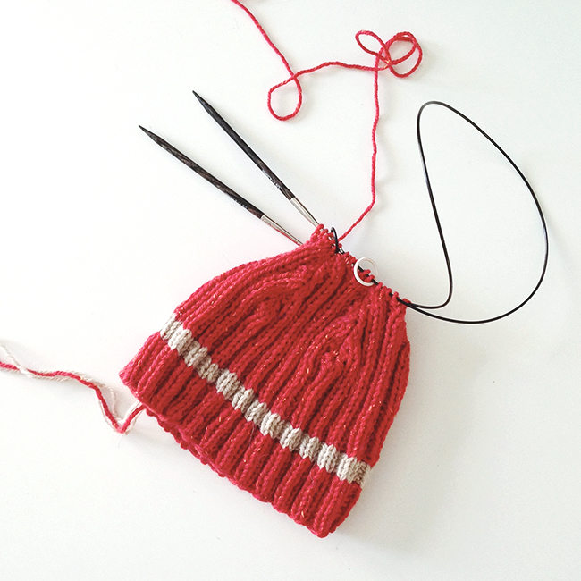 Red and oatmeal ribbed skullcap