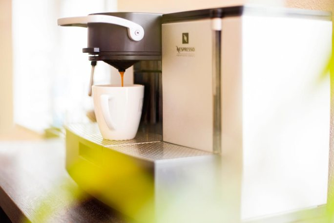 Warteraum mit Kaffee