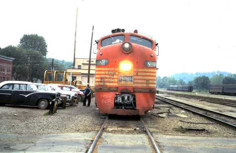 E8As 2020 and 2011 at Newburg, Missouri