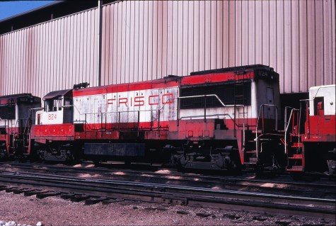 U25B 824 at Springfield, Missouri on September 18, 1978