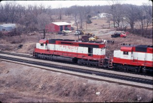 SD45s 940 and 942, and GP40-2 751 westbound at Thayer, Missouri in December 1979 (Ken McElreath)