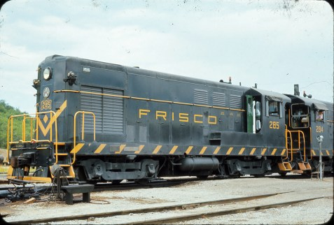 H-12-44s 284 and 285 at Tulsa, Oklahoma in August 1965