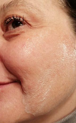 gommage visage poudre de noyaux d'olive le petit olivier close up