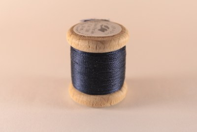 Fil de soie perlée bleu marine 510 Au Ver à Soie