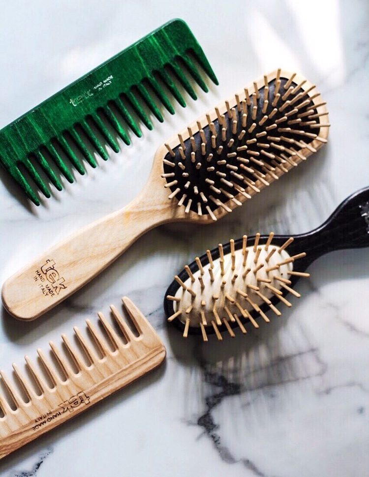 5 Reasons You Should Switch To A Wooden Hairbrush