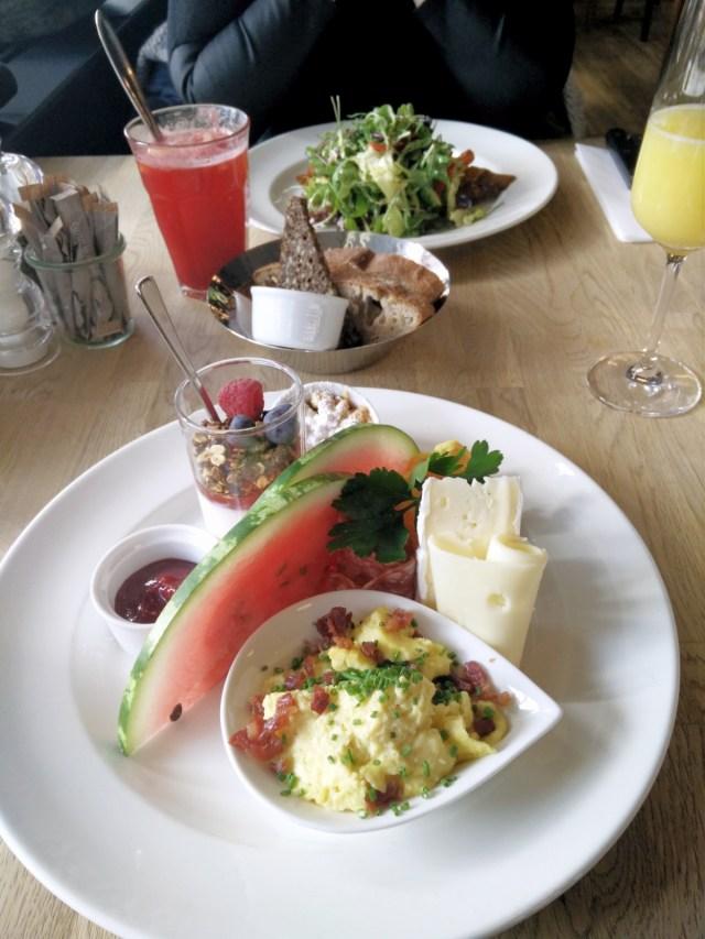 brunch, blomsterberg-cafe, vandmelon, croque monsieur