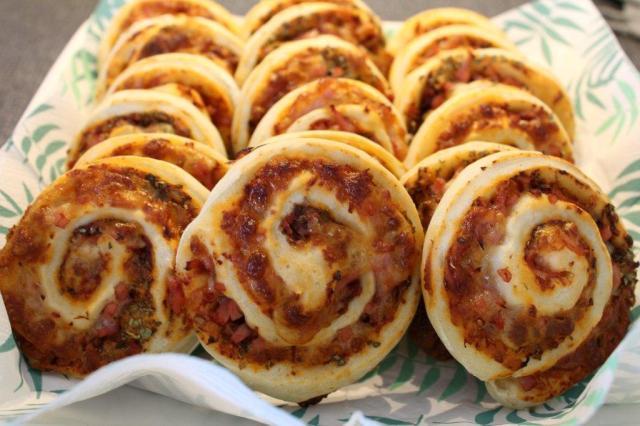 pizzasnegle, skinke, revet-ost, broed, brød, madpakke