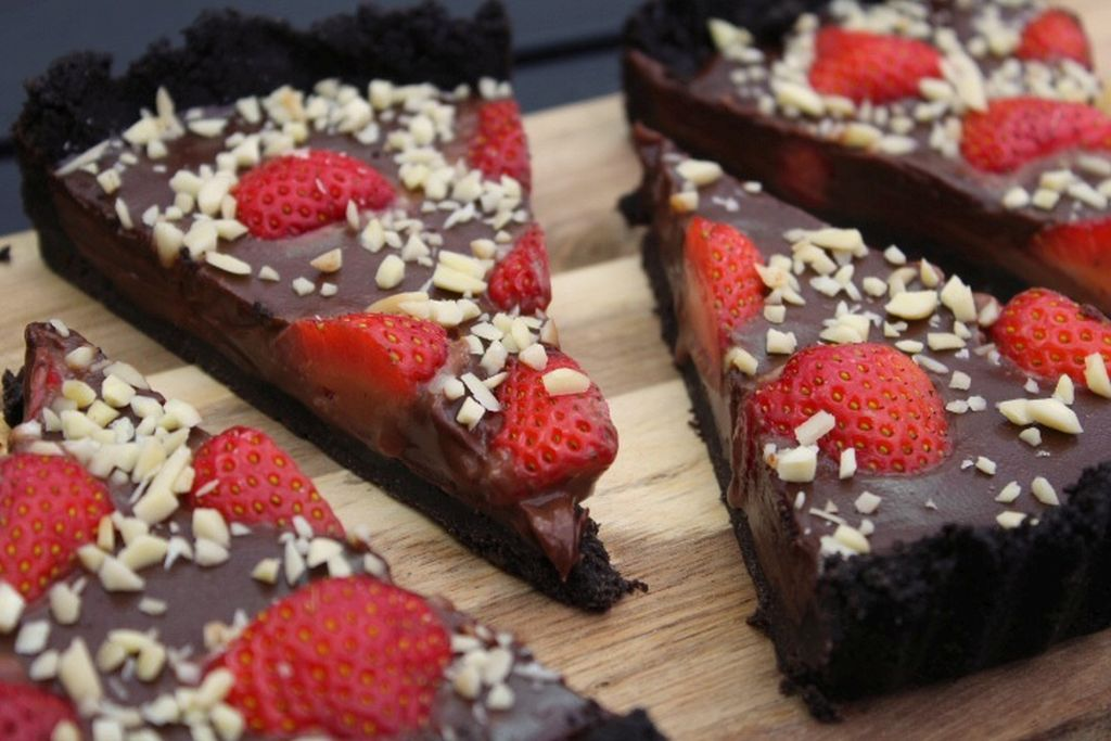 No bake chokoladetærte med jordbær
