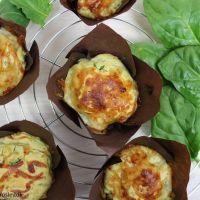 Skinkemuffins med ost og spinat