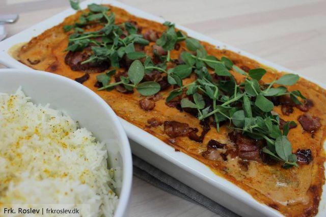 moerbrad-i-fad, aftensmad, opskrift, hjemmelavet-mornaysauce, ris, bacon, aerteskud, svinemoerbrad