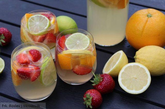 sangria, hvid-sangria, hvidvins-sangria, limoncello, moscato, jordbaer, gingerbeer, appelsin, lime, citron