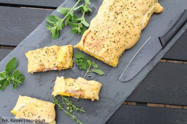 english-breakfast, morgenmads-stromboli, morgensmads-pizza, morgenmad, brunch, brunchopskrift, stromboli, scrambled-eggs, cheddarost, skinke