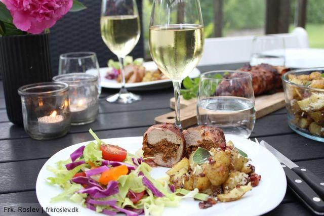 fyldt-moerbrad, moerbrad-paa-grill, ovnbagte parmasan-kartofler, bacon, aftensmad, grillmad, madblog