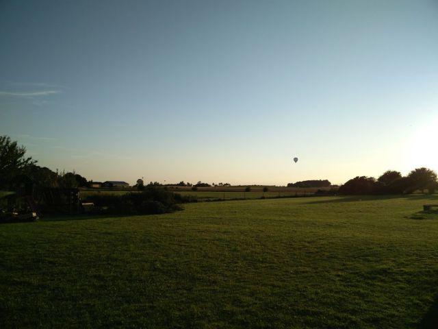 luftballoner, luftballoner-i-baghaven
