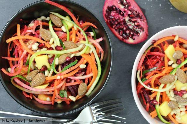 vintersalat, raakost-salat, opskrift, salte-mandler, granataeble