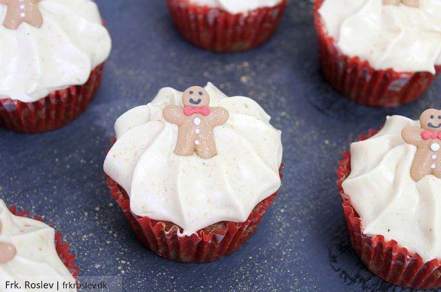 ingefærcupcakes, ingefaercupcakes, ingerfærmuffins, ingerfaermuffins, gingerbreadmuffins, muffins, jule-muffins, juleopskrift, jul, sukkerpynt, saltkaramel-cream-cheese-frosting, saltkaramel-frosting, cream-cheese-frosting