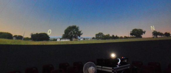 Le soleil se couche sous le dôme du Cosmorium