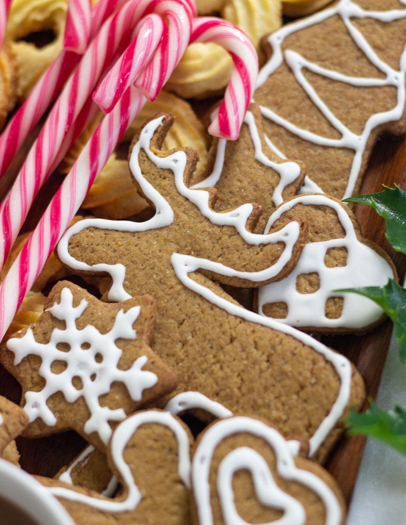 Peberkager pyntet med glasur