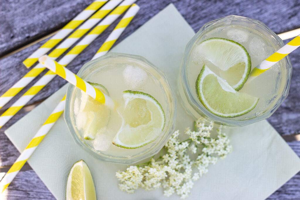 Opskrift på Gin Hass med hyldeblomstsirup