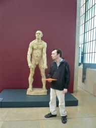 disabled visitor using orsay facile guide
