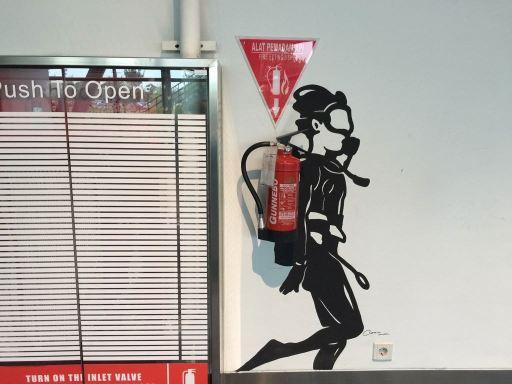 スカルノハッタ国際空港第3ターミナルの消火器アート