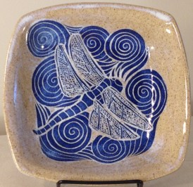 Stonware bowl, sgraffito carved dragonfly design