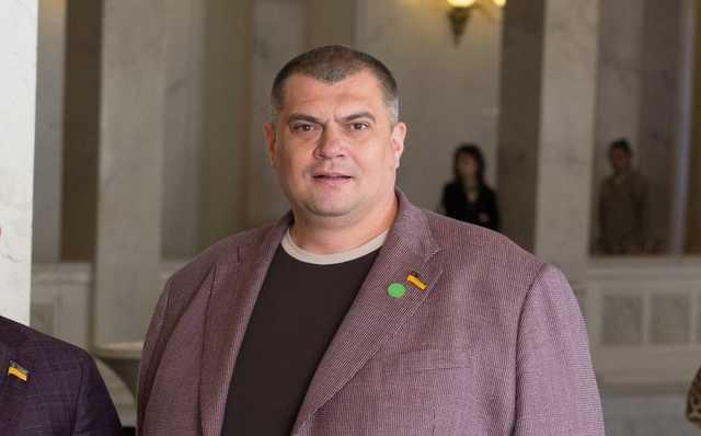 """Брат и помощник нардепа """"Юзика"""" наладили коррупционную схему по продаже щебня"""