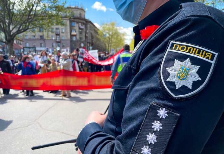9 мая в Украине Полиция открыла несколько производств из-за красных флагов и георгиевских ленточек —