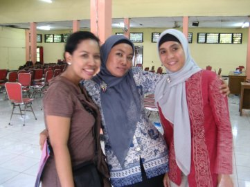 The lady in the middle, Harbiyah, is my new Sumbawa friend. She took me around Sumbawa during my stay there.