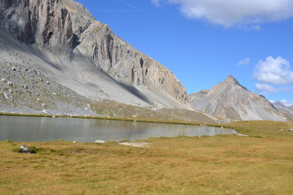 Sentier en direction de lac du Roburent
