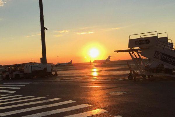 Coucher-de-soleil-Aéroport-de-Nice-e1488383940738-600x400