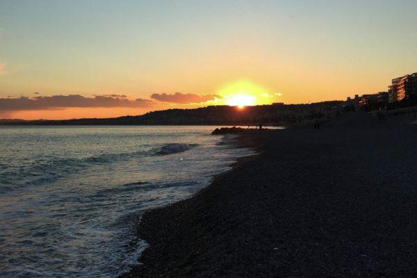 Coucher-de-soleil-dans-le-sud-Nice-e1488383912505-600x400
