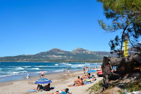 plage-de-sable-fin-calvi-1-e1489050249925-600x400